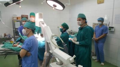 Bệnh viện đa khoa tỉnh Hưng Yên triển khai Tạo hình đốt sống gãy bằng cement sinh học - Cuộc mổ nhỏ mang lại niềm vui lớn